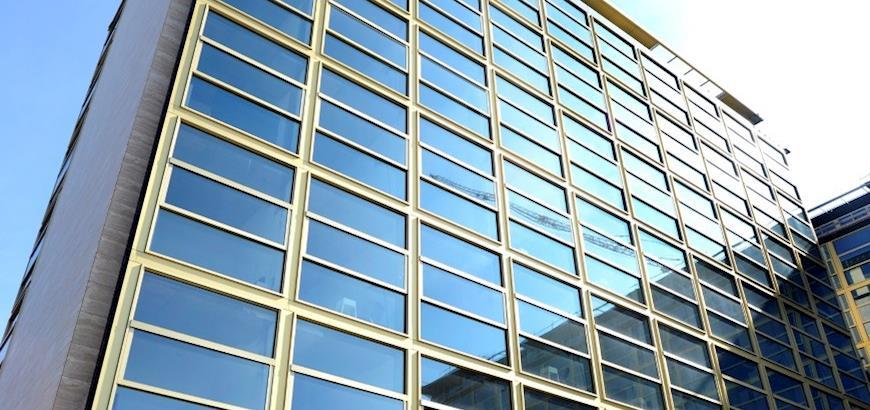 Storax Sunclips zonwering voor getransformeerd Philips Lighting kantoor