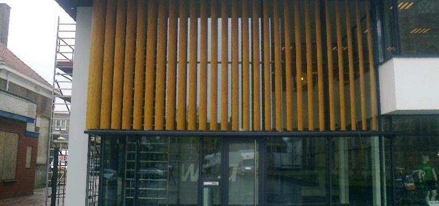 "Project in beeld: Zonwering met hout ""look"""